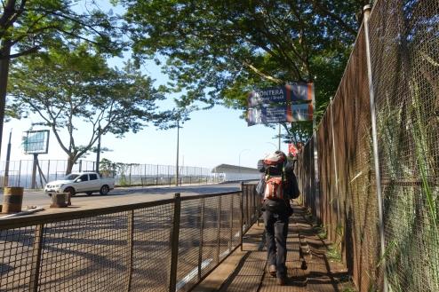 zu Fuß über die Grenze