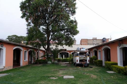 Campen im Innenhof vom Hotel