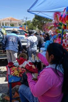 Blumenkränze und Bierdusche