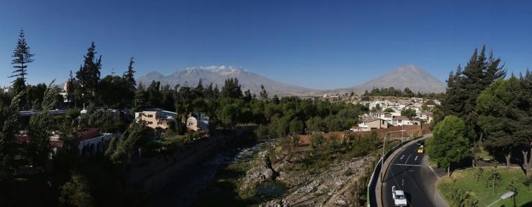 Ausblick in Arequipa auf die Vulkane