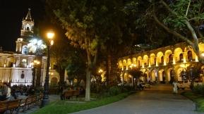 Plaza in der Nacht