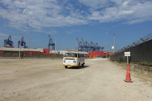 Zurückgelassen am Hafen
